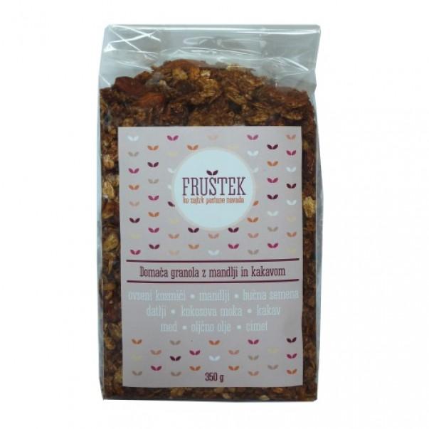 Fruštek, domača granola z mandlji in kakavom