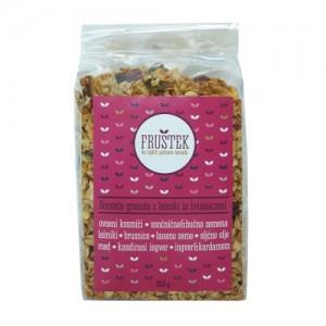 Fruštek, domača granola z lešniki in brusnicami